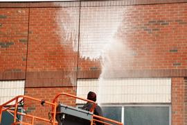 graffiti remover ad waalhaven